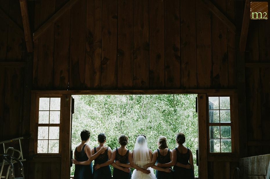 cute-bridesmaids-pose