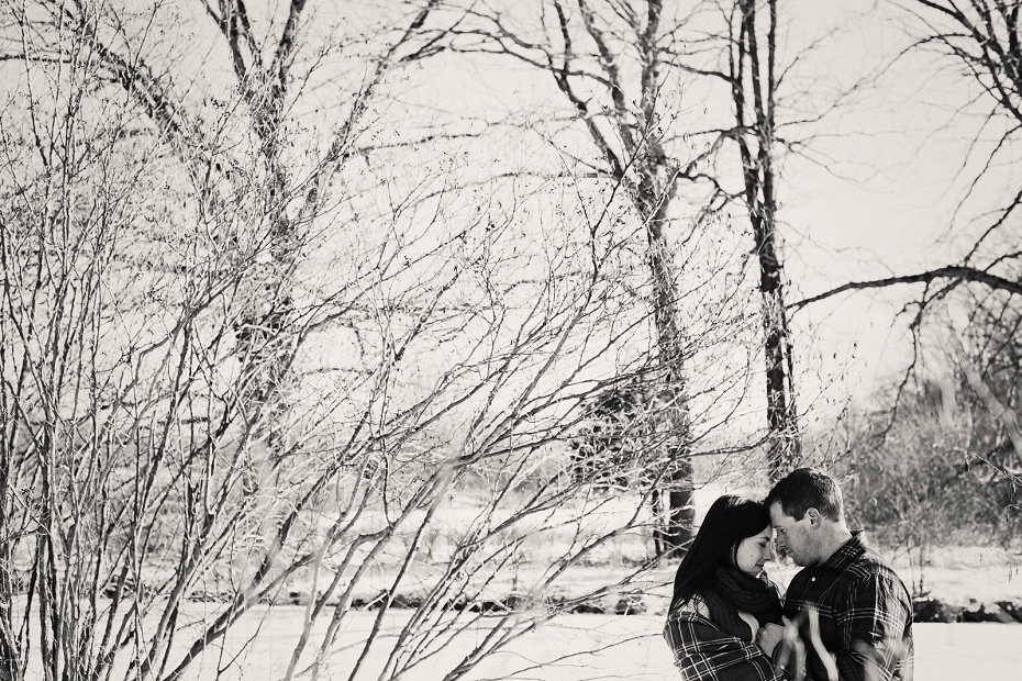 Adorable-snowy-engagement-shoot